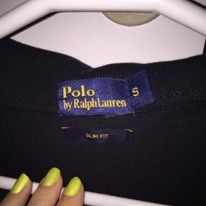 Halløj❤️ Sælger min fars mega fede Ralph Lauren bluse.  Den er ikke blevet brugt særlig mange gange.  Sender ikke, afhentes i Albertslund.❤️ Sender ikke, da jeg har haft dårlige oplevelser med den🌹