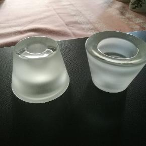2 stk. Fine lysestager Pop fra Holmegaard som både kan bruges som fyrfadsstage eller til kertelys. Diameter 7 cm.Højde ,5 cm.