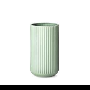 Lyngby vasen - mat grøn 25 cm Aldrig brugt eller pakket ud. Original emballage
