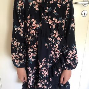 Sælger denne søde kjole fra Name it. Den er brugt et par gange men i fin stand