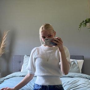 Mega dejlig og fed plys trøje, med pufærmer fra hm, sælges da den desværre er lidt for lille og derfor ikke får den brugt. Perfekt stand 🤍