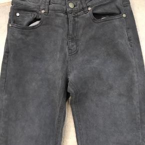 Super fede jeans fra Ivy - almindelig model - kender ikke navnet. Vasket en gang. Koksgrå str. 27.