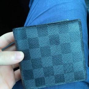 Meget flot tegnebog som er som ny og kun brugt få gange