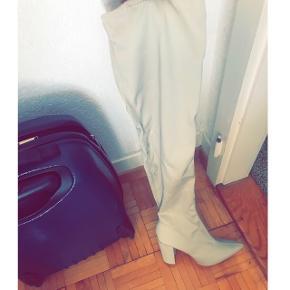 ‼️LE SITE FERME LE 30 SEPTEMBRE‼️ Cuissardes Missguided taille 41 (va pour un 40)