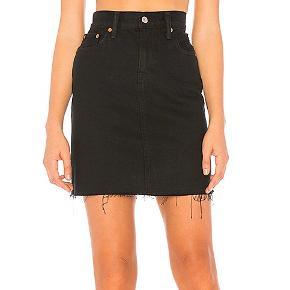 Levi's sort nederdel  Str 29