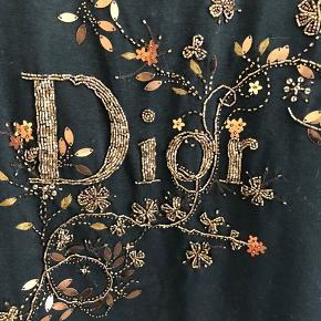 Smukkeste vintage Dior top sælges! Fransk 42 i mærket, men passer en dansk størrelse 36/38.