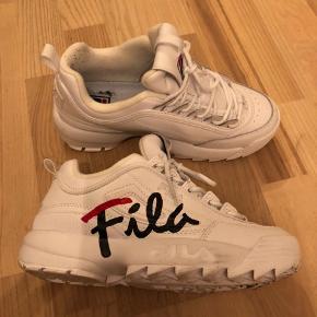 Fila sneakers kun brugt 1 gang 😬   Str 38,5 men svarer til 37,5  ‼️ Husk at tjekke mine andre annoncer ‼️   • Bytter ikke ✌️