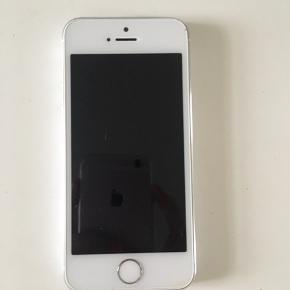 IPhone 5s brugt, med alm brugsspor men fejler eller ingen ting og virker fint, har lige fået både ny skærm og batteri 😊 æske medfølger, men ikke lader og høretelefoner.