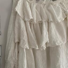 Sød flæset sommer skjorte/tunika fra zara. Brugt lidt men ingen tydelige brugstegn 🌸