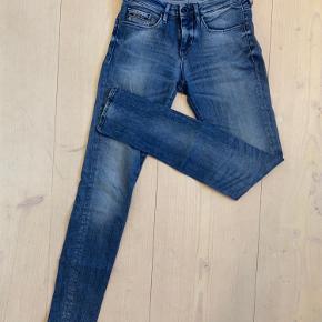 Lækre bukser fra Calvin Klein.  I str 27.