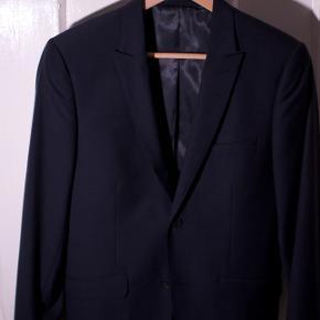 Emilio habit jakke Str: 44 Np: idk Mp: 100,- Bin: 250,- Cond: 9 - ingen flaws, aldrig brugt.