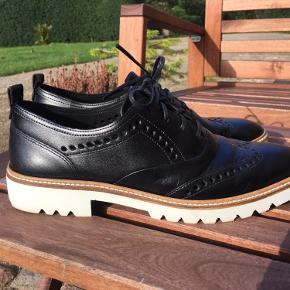 Lækre Ecco læder sko med gummisål. Brugt 1 gang.