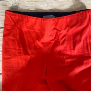 Slim cropped stretch buks med inside elastic fra COS suoer dlot rød