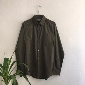 *Bud er velkomne og jeg sender gerne*   * Ubrugt skjorte fra COS  * 100% bomuld størrelse Small * Kostede 490kr fra ny