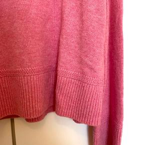 Comfy knitwear from Arket with wide sleeves. Only used twice, condition as new!
