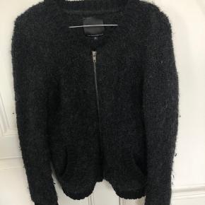 Sweater fra Second Female i sort/mørkegrå med lynlås - næsten som ny - byd endelig