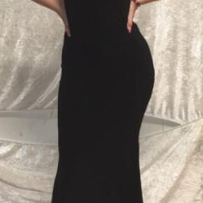 Super smuk og elegant kjole og samtidig behagelig! 200 kr ink fragt! Str xs-s