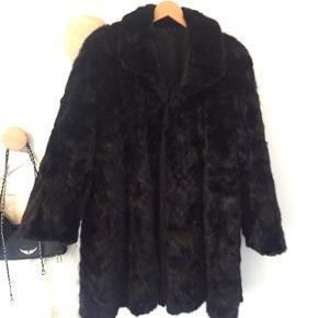 Sort ægte pels (ræv) 3/4 lang let A form, specialsyet hos buntmager