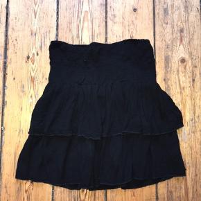 Sælger denne flotte Boii nederdel. Str small!  Byyd😁