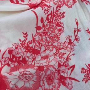 Købt i farverige Arnhem clothing (tjek dem evt ud epå google 😍) i boho byen Byron Bay, Australien. Brugt 2 gange. Nypris 900 dkr