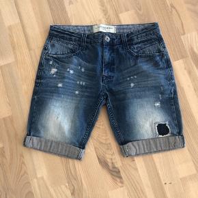 Shorts fra lindbergh  Str m  Mp 50 kr eller byd  Cond 9,9/10