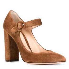 Smukke Gianvito Rossi Mary-Jane / Mary Jane pumps i brun ruskind. Køb i Illum. Æske og dustbag medfølger. Brugt 1 gang.  Vh
