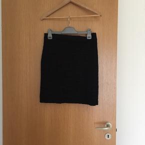 50kr pr stk, eller 75kr for begge to.! De 2 skotskternet nederdele er forskellige.!