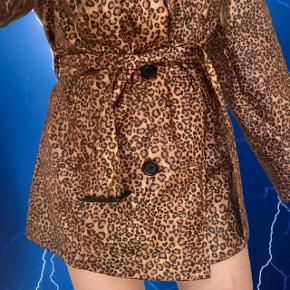 Fedeste leopard print jakke fra CKN Scandinavia 🐆 Jeg bruger normalt S og kan sagtens passe den  ❌ læs min shop beskrivelse ❌