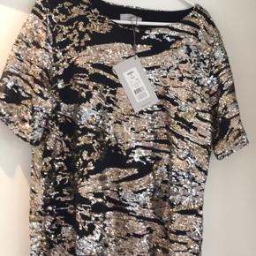 Smuk palliet t-shirt fra minimum - stadig med mærke på var købt til at skulle bruges til konfirmations fest, men fik den ikke i brug desværre. Nypris 700