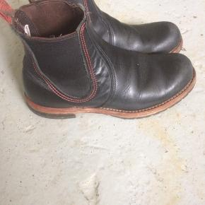 Red wing , Chelsea boots. US 7