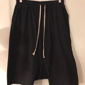 Rick Owens drkshdw shorts. Købt i strøm store, aldrig brugt. Er åben for bud.