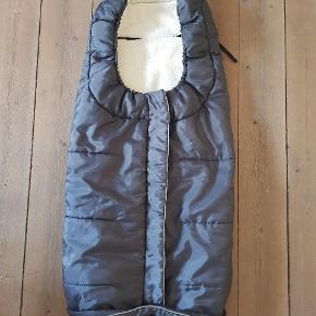 Kørepose  Zero2four  kørepose med lynlås og huller til sele.  Den er brugt små 6 månder i klapvognen, den fremstår i meget flot stand.