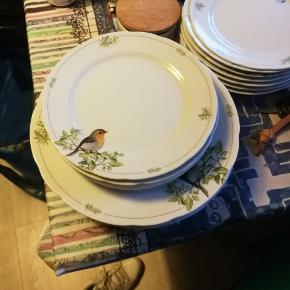4 middags, dybe og frokost tallerkener fra firkløveren. Næsten ikke brugt.
