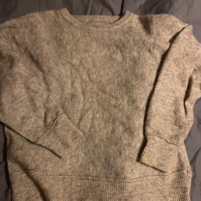 Så fin  Men da jeg også har den i rosa og generelt for meget tøj så ligger denne bare i skabet Og det er synd Ny pris 1599  Fin stand  Str m