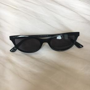 Sorte cat-eye solbriller fra ASOS, der aldrig er blevet brugt. Nyprisen var omkring 100 kroner - byd :)