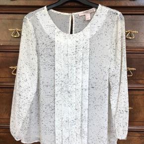Råhvid bluse med mønster fra forever 21 størrelse L