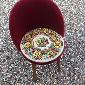 Fin stol i velour.  H 35/67 Ø 40 cm.