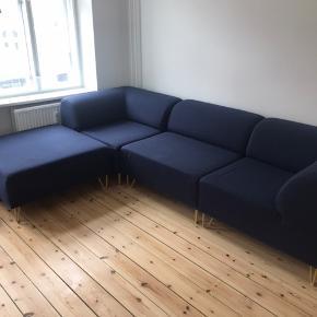 Ilva Formel a modul sofa 4 moduler i mål ca 1x1m, kan sammensættes  som man ønsker  Skal afhentes i Kbh k på 2.sal  Sofaen trænger til en rens, derfor den billige pris