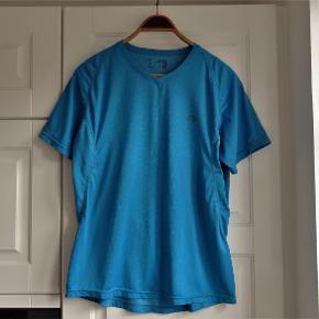 Løbetøj, Fitnesstøj T-shirt, Newline, str. L  Som ny  Rigtig pæn blå t-shirt bluse  Sender gerne hvis køber betaler fragt 36 kr sendt med GLS og med forsikret forsendelse  Kan betales med mobilepay eller bankoverførsel