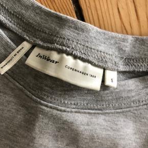 Sweatshirt med brede ærmer.