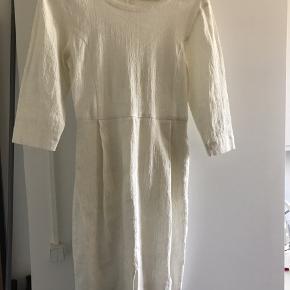 Meget fin hvid stram sommerkjole fra Storm & Marie. Ingen fejl og aldrig brugt.
