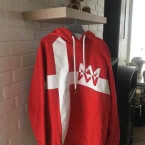 Marcus & Martinus Danmark hoodie-Small -brugt 2 gange -Byd