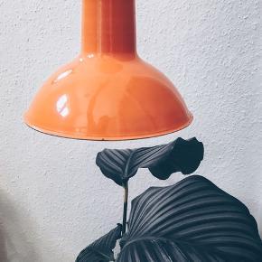 Fin retro lampe 🔶 mega flot i farven. Sender gerne 💌