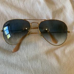 De er købt i 2012 og er brugt et årstid ca derefter  ellers så bare været gemt væk da jeg har brugt nogen andre solbriller så de er super fine  Bon haves   Str: 58