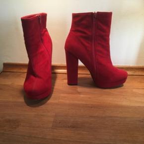 Røde plateau støvler sælges Mærket karma