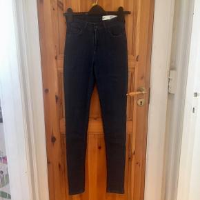 Fede Magasin Skinny Jeans. Brugt kun et par gange, som ny. Købt for lille desværre🙄🤷♀️ Har samme i sort, sælger begge for 150 kr.