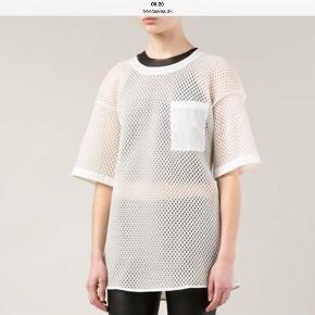 Varetype: Bluse Farve: Råhvid Oprindelig købspris: 13000 kr. Prisen angivet er inklusiv forsendelse.  Råhvid bluse model Avre Mesh i str 34, blusen er ret over size .
