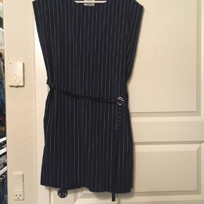 Klassisk og elegante kjole, brugt en gang til pænt brug. Nypris 1500kr😊