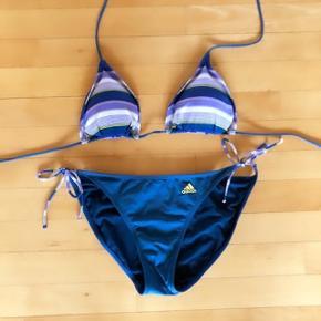 Adidas blå bikini str 42. Bhen er med udtagelige indlæg.