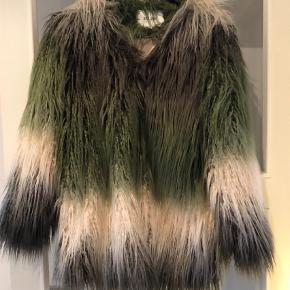 Brand: Dry Lake Varetype: Faux fur Farve: Multi Oprindelig købspris: 1700 kr.